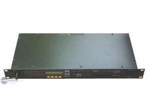 Yamaha EMP700