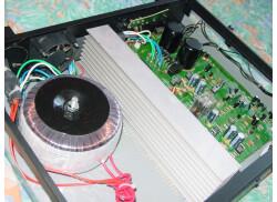 Interieur d'un PA2200 : 2x60Vcc 250VA 10000µF